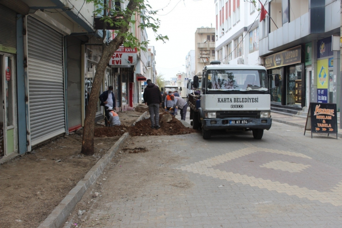 Kahta´daki işlek cadde ve sokaklar sil baştan yenileniyor