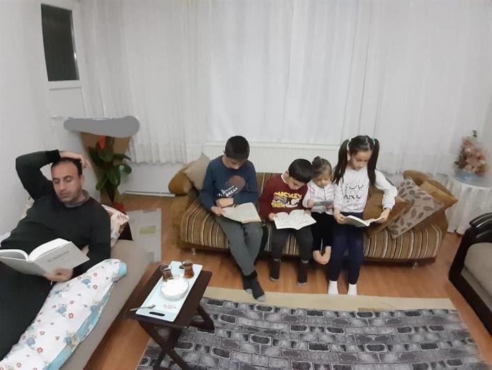 Kahta´daki öğrencilerden kitap okuma etkinliği