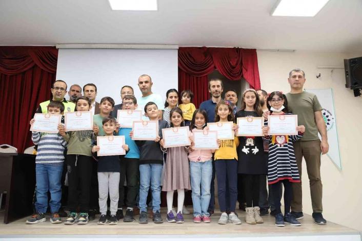Kahta´daki üstün yetenekli öğrencilere sertifikaları verildi