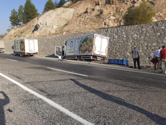 Adıyaman'da Kamyon ile traktör çarpıştı: 3 yaralı