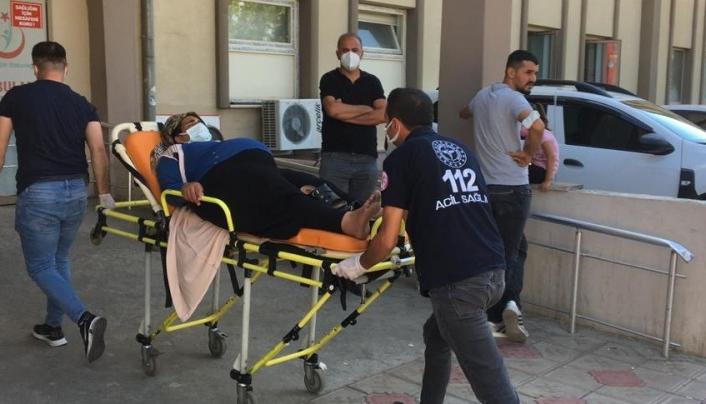 Kamyonet ile hafif ticari araç çarpıştı: 16 yaralı