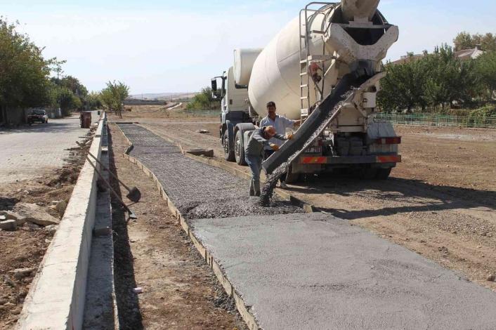 Kanal boyu 2. Etap park çalışmaları hızla devam ediyor