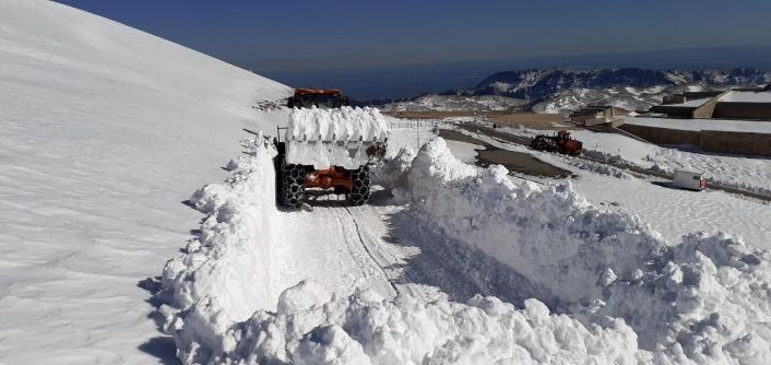 Kar kalınlığı 1 metre olan Nemrut yolu açıldı