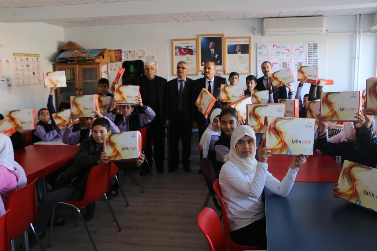 Adıyaman'da 26 Okulda 471 Tablet Dağıtıldı