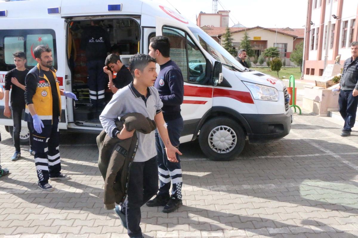 Adıyaman'da 40 Öğrenci Hastaneye Kaldırıldı
