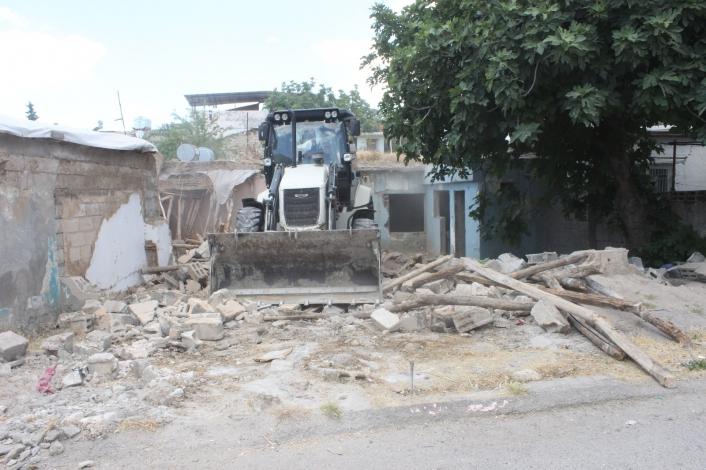 Adıyaman'da Metruk evler yıkılıyor