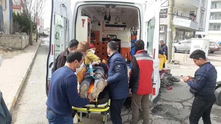 Adıyaman'da Motosiklet ile otomobil çarpıştı: 1 yaralı