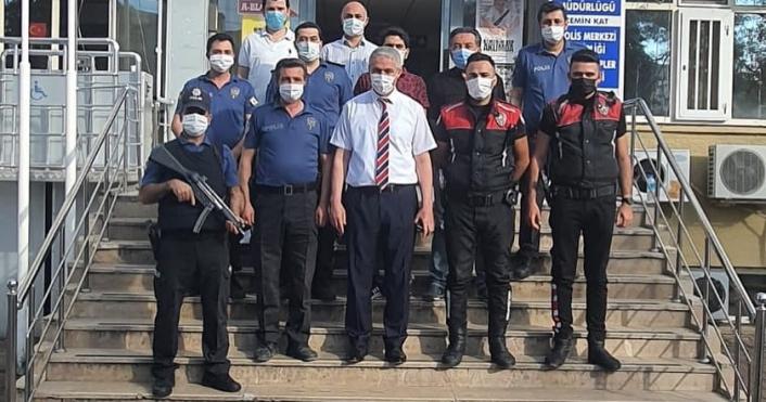 Müdür Ergüder, polislerle bayramlaştı
