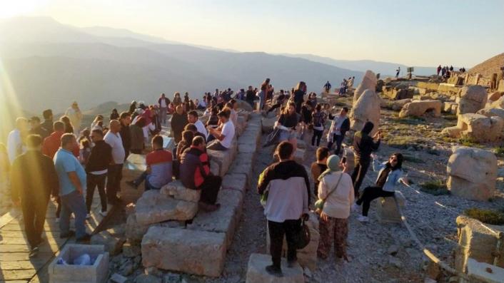 Nemrut Dağı´na turist akını