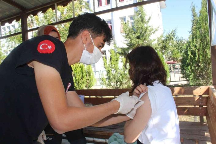 Öğrenciler aşı hakkında bilgilendirildi