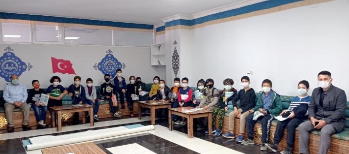 Öğrenciler Diyanet Gençlik Merkezini gezdi