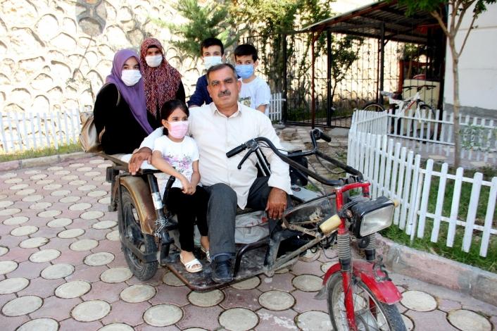 Okuma yazma bilmeyen engelli babanın azmi ile 3 çocuğu hafız oldu