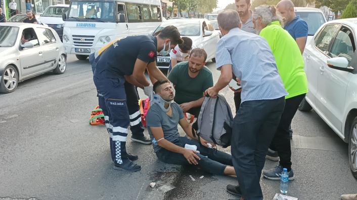 Otomobil motosiklete çarpıp kaçtı: 1 yaralı