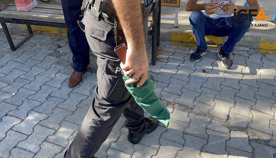 Pala ile okula giren öğrenci bekçi tarafından durduruldu
