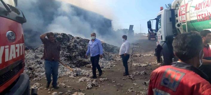 Adıyaman'da Pamuk işleme fabrikası içten içe yanıyor