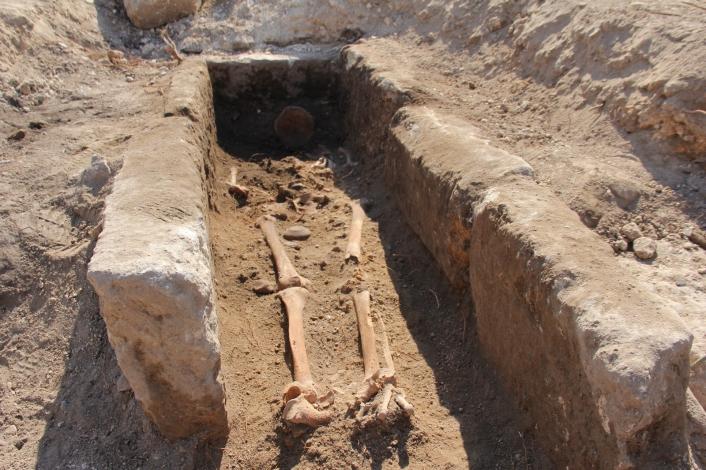 Roma çeşmesinin yanında bin yıllık iskelet bulundu