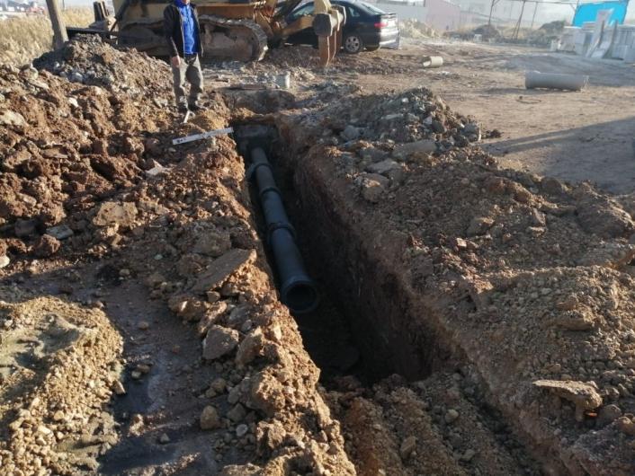 Sanayi sitesine kanalizasyon şebekesi döşeniyor
