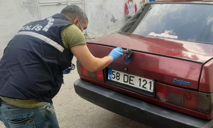 Adıyaman'da bir araçtan ses sitemi çalan şahıs yakalandı