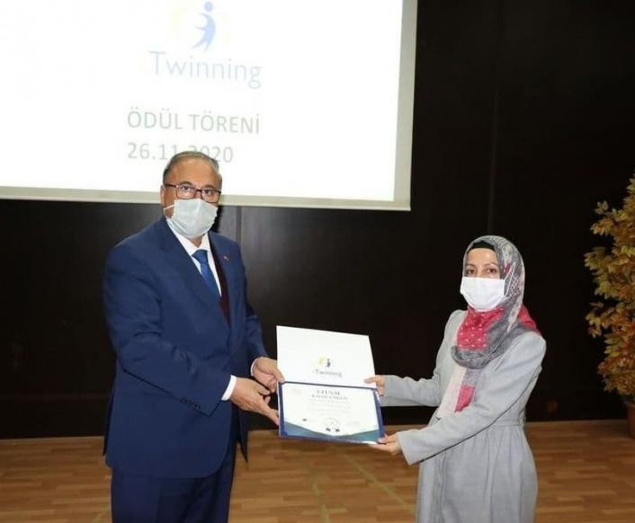 Sincik `eTwinningle Kabuğunu Kırıyor´ Projesi Ulusal kalite etiketi ödülü aldı
