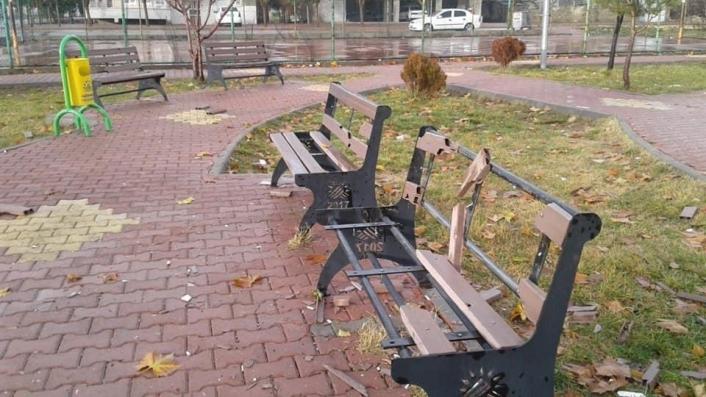 Adıyaman'da Sorumsuzlar çocuk parkına zarar verdi
