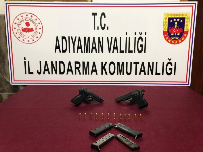 Adıyaman'da Şüpheli araçlarda tabancalar ele geçirildi