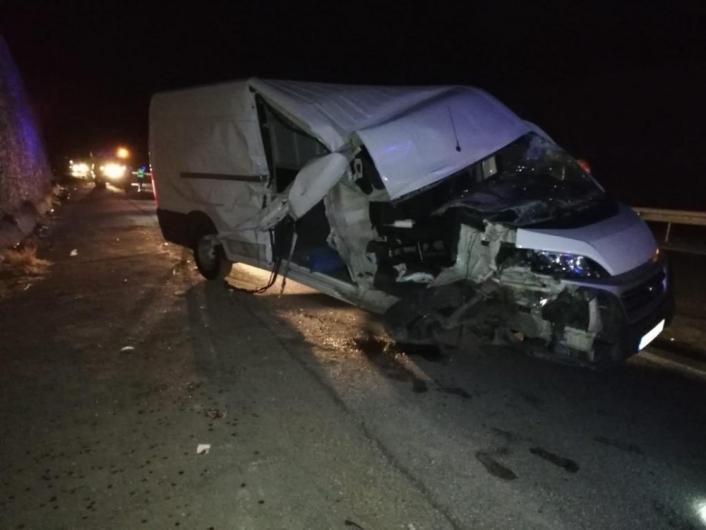 Traktör ile minibüs çarpıştı: 1 ölü, 1 yaralı