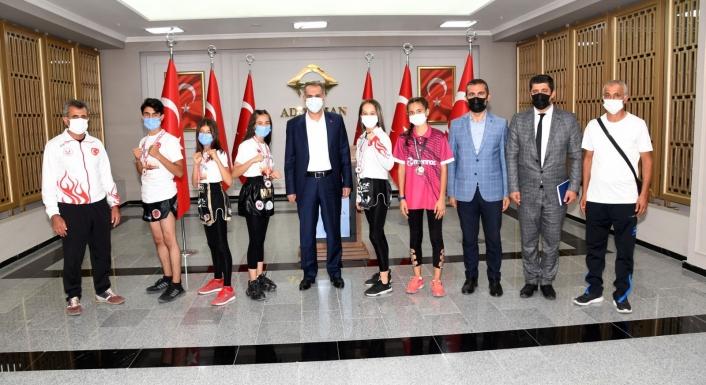 Türkiye Muay Thai Şampiyonlarından Vali Mahmut Çuhadar´a ziyaret