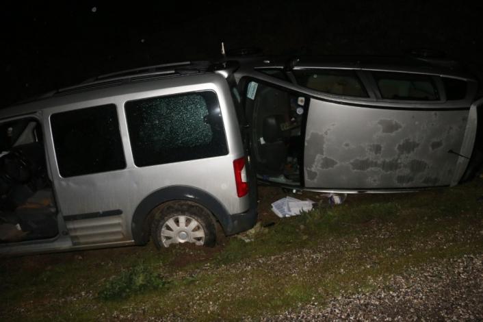 Üç araç birbirine girdi: 2 Yaralı
