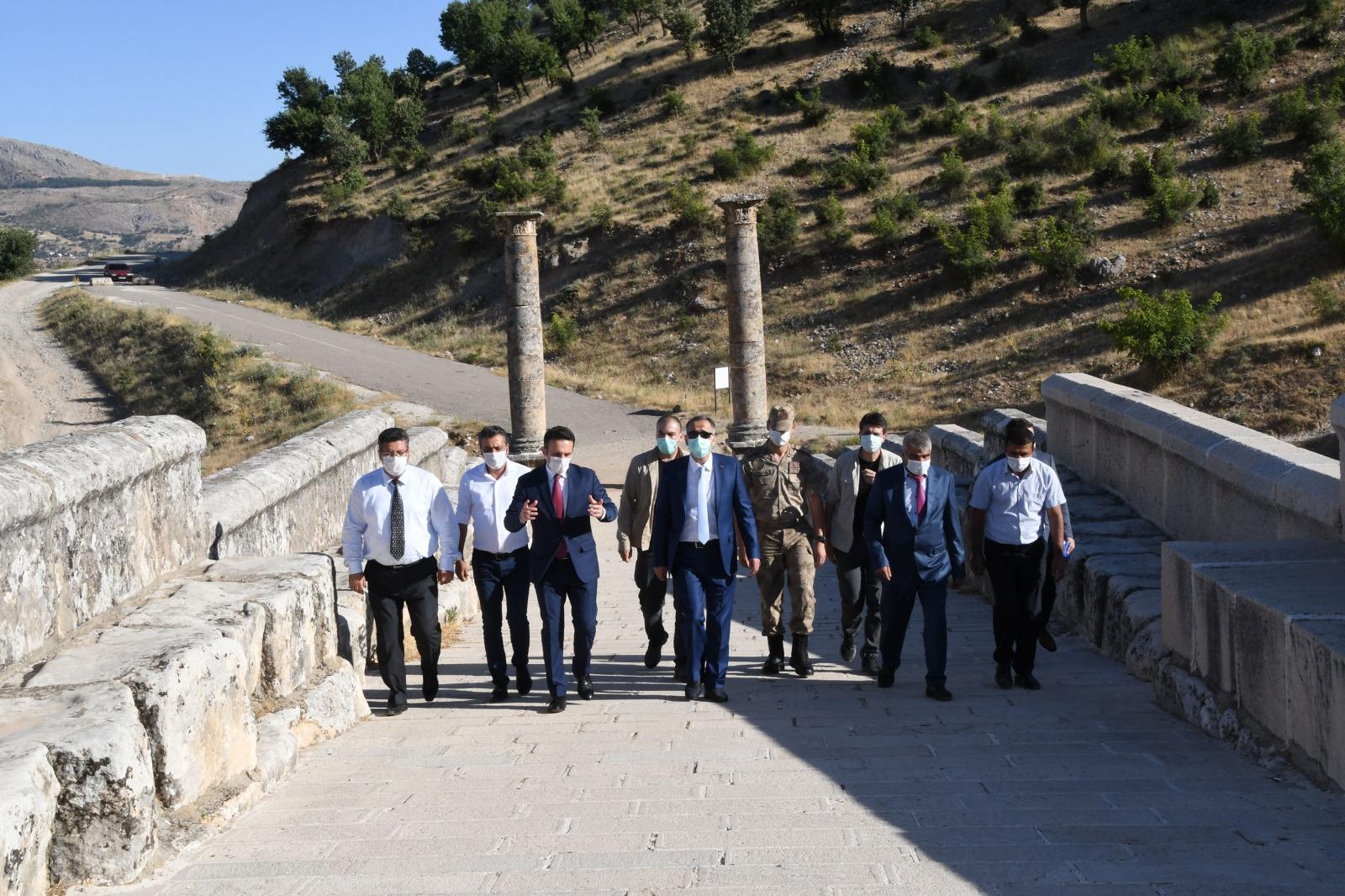 Vali Çuhadar'dan Tarihi Ören Yerlerini Ziyaret