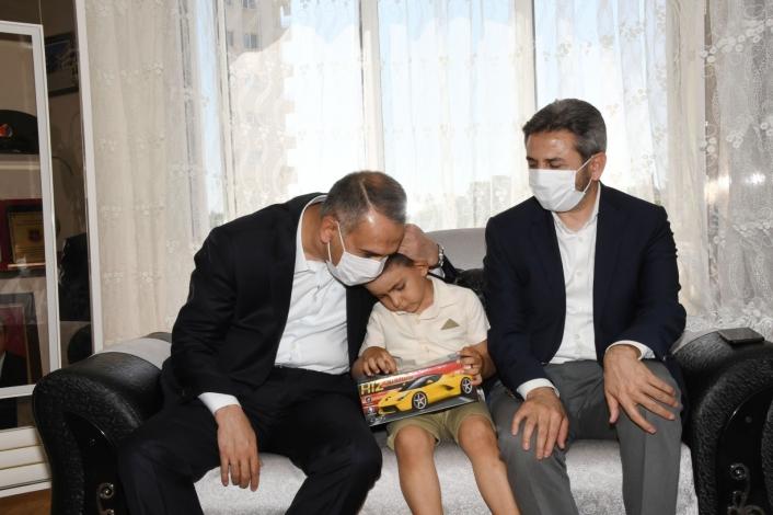 Vali Çuhadar şehit ailelerini ziyaret etti