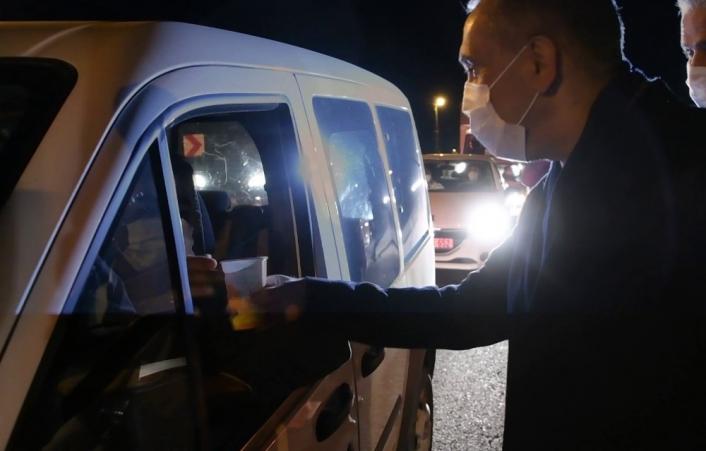Vali sürücülere ve polislere çorba ikram etti