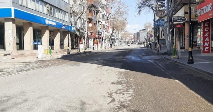 Yüksek riskli iller arasındaki Adıyaman´da cadde ve sokaklar boş kaldı
